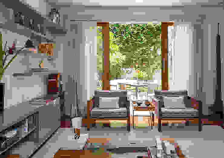 Salon de style  par Eliane Mesquita Arquitetura,