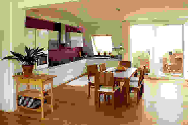 Dachgeschosswohnung Moderne Küchen von ORTerfinder Modern Holz Holznachbildung