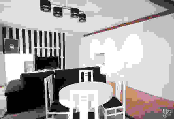 Conjunto de mesa con sillas blancas. Comedores de estilo moderno de Etxe&Co Moderno Tablero DM