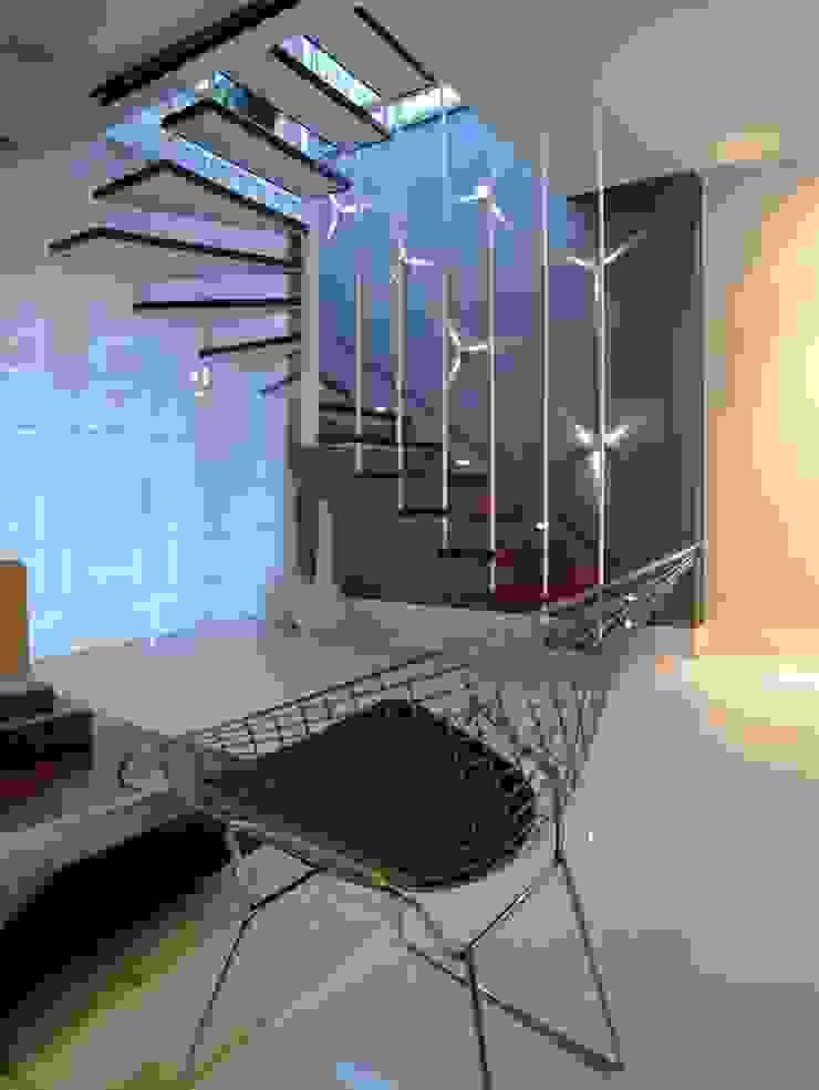 Apto K Corredores, halls e escadas modernos por m++ architectural network Moderno
