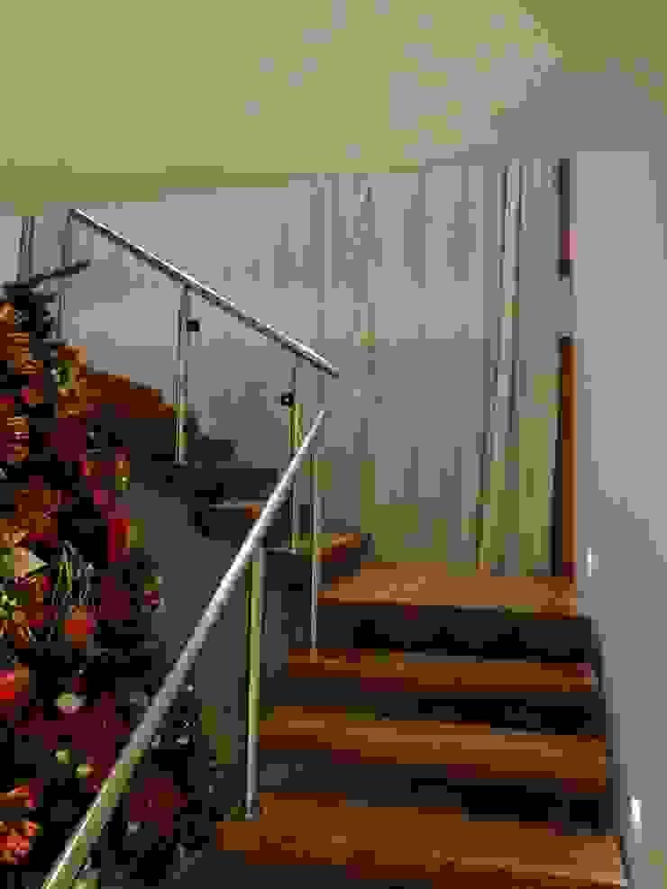 Residência de Praia Corredores, halls e escadas rústicos por Tupinanquim Arquitetura Brasilis Rústico