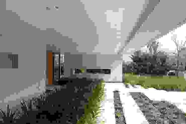 Casa Moderna Jardines modernos: Ideas, imágenes y decoración de GG&A Moderno