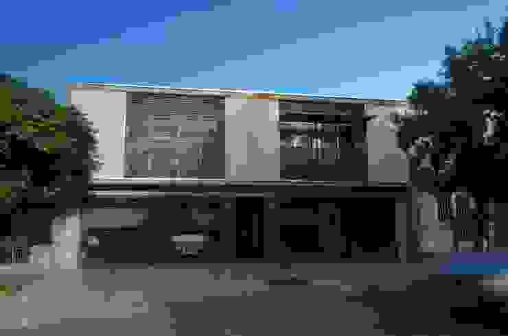 Uspallata 460: Casas de estilo  por trama arquitectura,Moderno