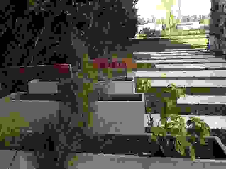 Casa Moderna Jardines de estilo moderno de GG&A Moderno