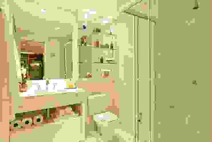 Apartamento 145 Banheiros modernos por Viviane Tabalipa Arquitetura Moderno