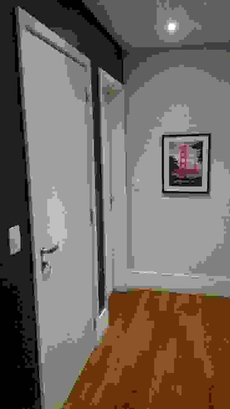 Intervención Bochera en Sao Paulo La Bocheria Modern corridor, hallway & stairs