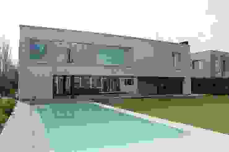 Casa Moderna Piletas modernas: Ideas, imágenes y decoración de GG&A Moderno