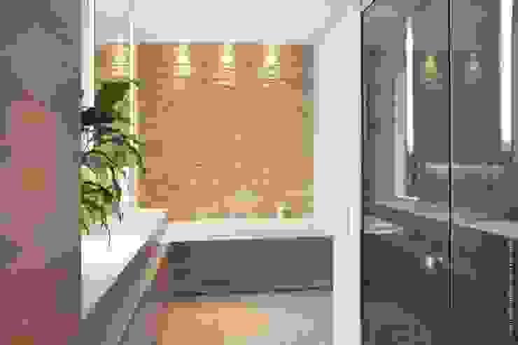 Après: Salle de bains de style  par Olivier De Cubber - Architecture d'intérieur, design & décoration, Moderne