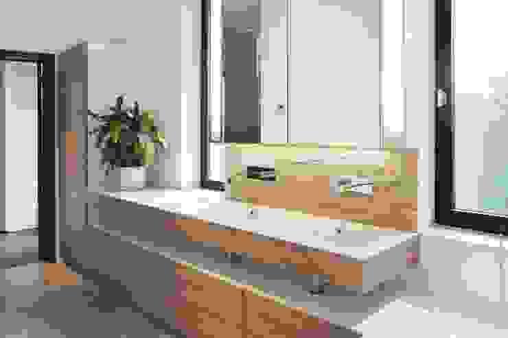Après Salle de bain moderne par Olivier De Cubber - Architecture d'intérieur, design & décoration Moderne