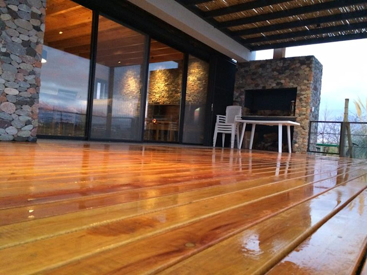 """ Casa Laguna"": Livings de estilo  por Mora & Hughes arquitectos,Moderno"