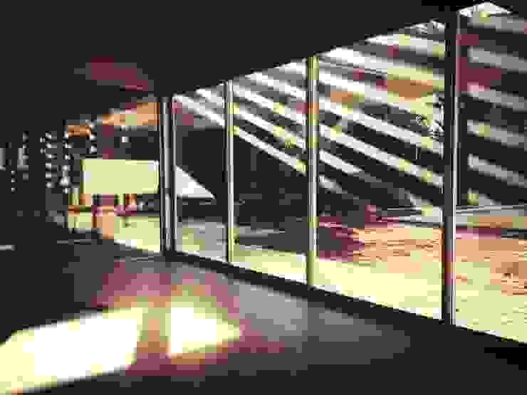 CASA MEDRANO CHACRAS DE CORIA: Terrazas de estilo  por   Arq. Ana Paula Schmidt ,Moderno