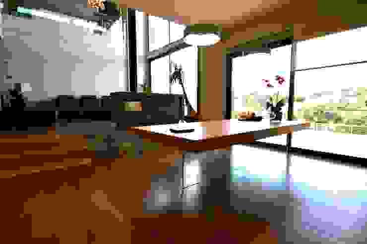 現代房屋設計點子、靈感 & 圖片 根據 VALVERDE ARQUITECTOS 現代風