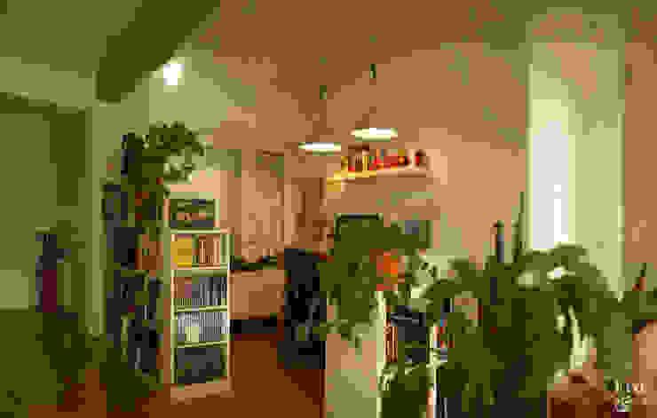 Despacho, zona de lectura,...: Estudios y despachos de estilo  de Etxe&Co,