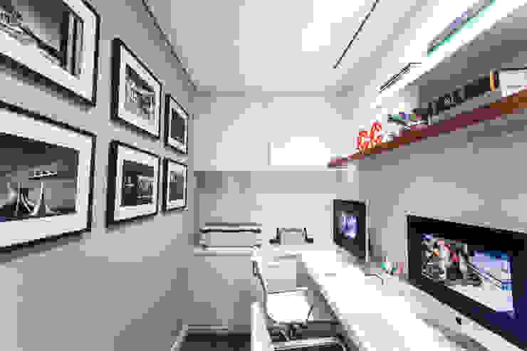 Sala dos Estagiários Escritórios modernos por Arina Araujo Arquitetura e Interiores Moderno