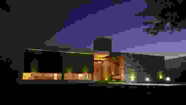Casa L A, Los Algarrobos, Córdoba Casas modernas: Ideas, imágenes y decoración de Invernon Arquitectos Moderno