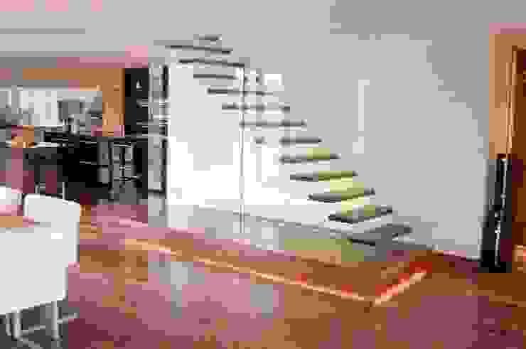 Proyectos de interiorismo varios Ingresso, Corridoio & Scale in stile moderno di estudio 60/75 Moderno