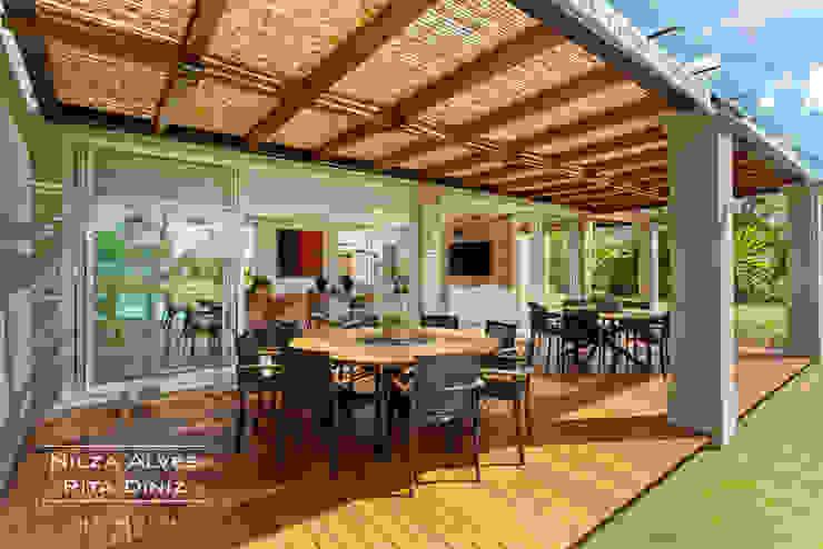 Balkon, Beranda & Teras Gaya Country Oleh Nilza Alves e Rita Diniz Country