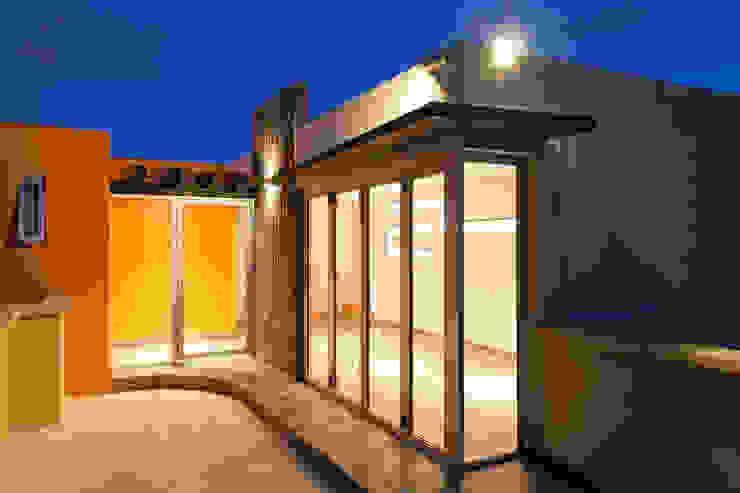 Roof garden (parte interna) Balcones y terrazas modernos de State of Light Moderno