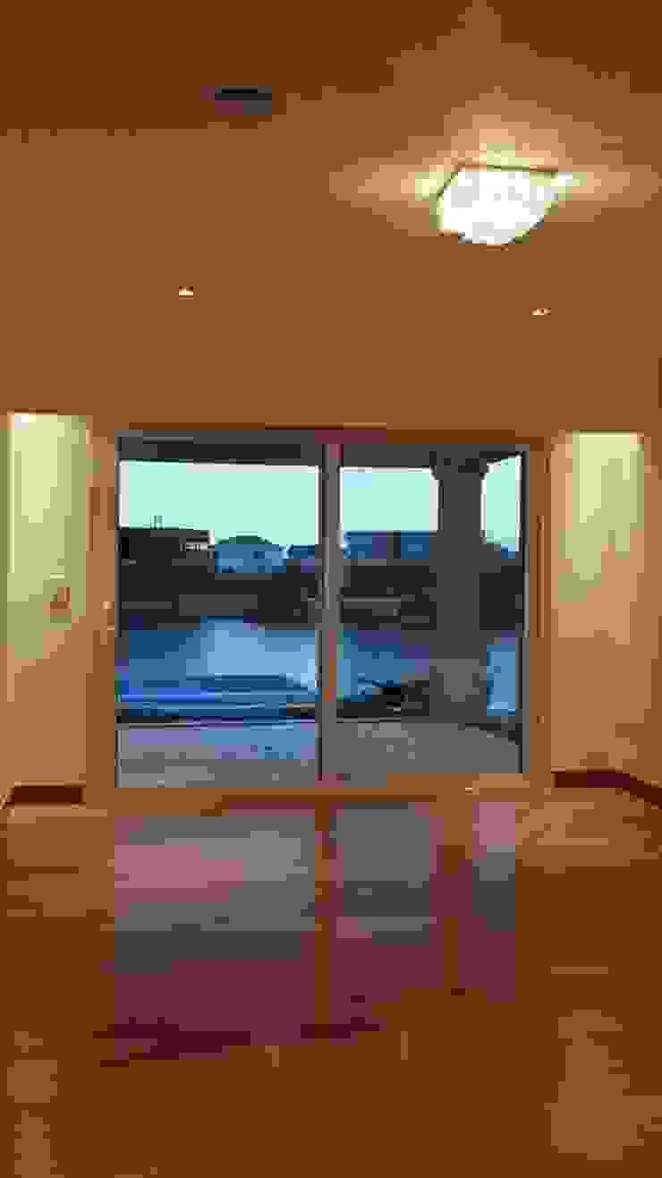 Dormitorios de estilo clásico de IDB ARQ Clásico