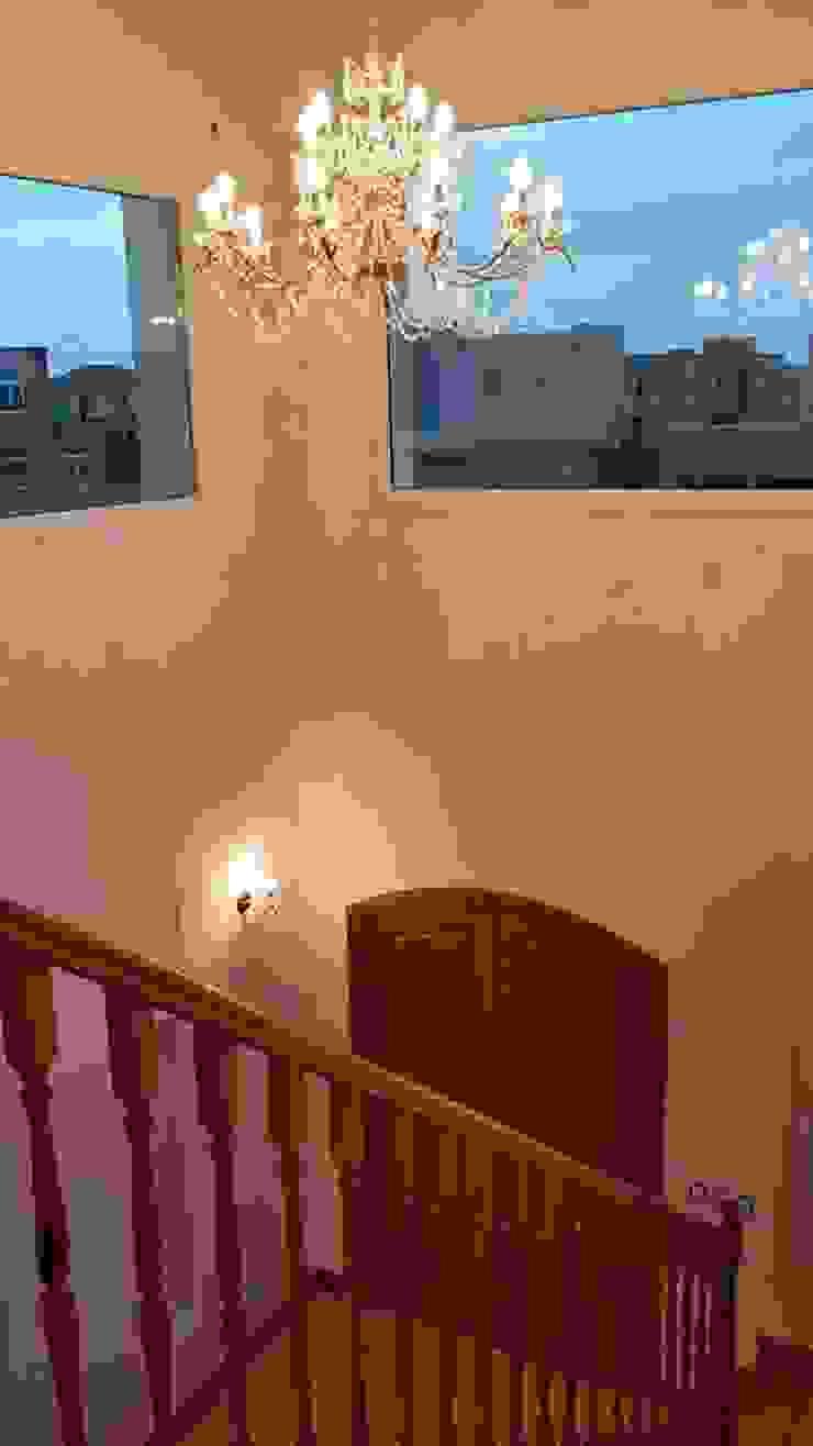 Pasillos, vestíbulos y escaleras de estilo clásico de IDB ARQ Clásico