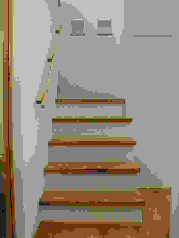 御所南の家Ⅱ モダンスタイルの 玄関&廊下&階段 の 株式会社 atelier waon モダン