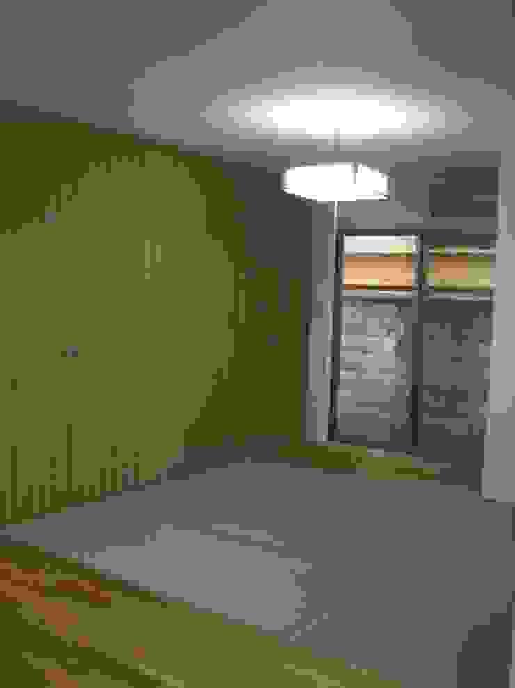 御所南の家Ⅱ モダンデザインの 多目的室 の 株式会社 atelier waon モダン