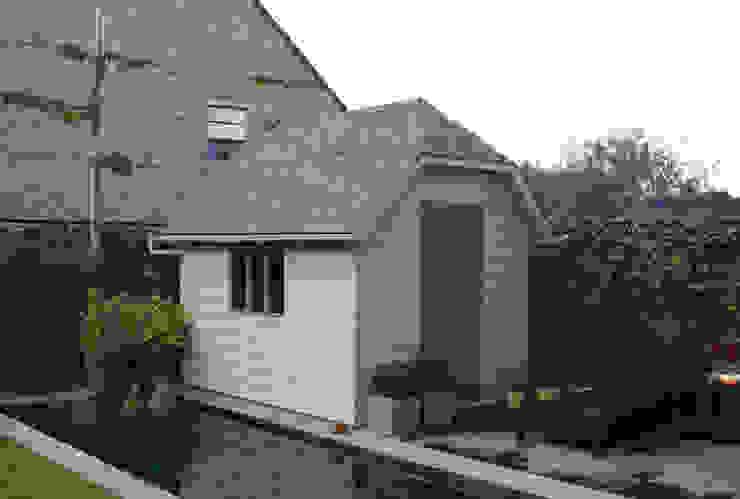 Traditional Style Suffolk Garden Shed Nhà để xe/nhà kho phong cách đồng quê bởi Garden Affairs Ltd Đồng quê Gỗ Wood effect