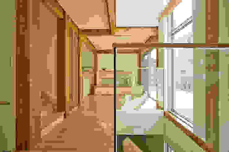 Couloir et hall d'entrée de style  par min workshop,