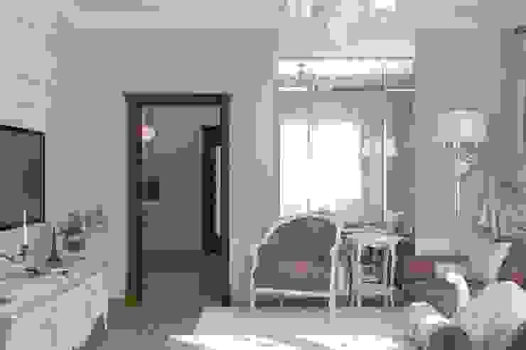 Вычулки Гостиная в классическом стиле от Brama Architects Классический Изделия из древесины Прозрачный