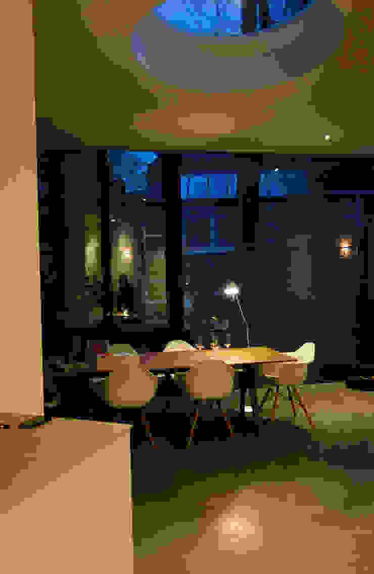Woonkeuken in de uitbouw Moderne keukens van Engelman Architecten BV Modern