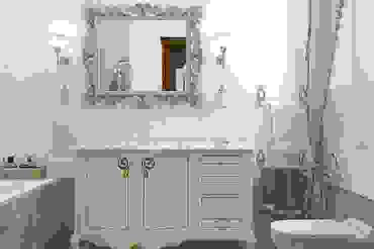 Вычулки Ванная в классическом стиле от Brama Architects Классический Изделия из древесины Прозрачный