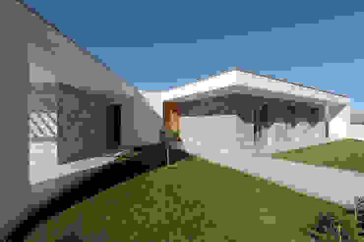 Moradia em Caldas da Rainha – Colina Verde Casas modernas por SOUSA LOPES, arquitectos Moderno