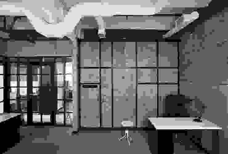 Офис Кинокомпании Офисные помещения в стиле лофт от Korneev Design Workshop Лофт