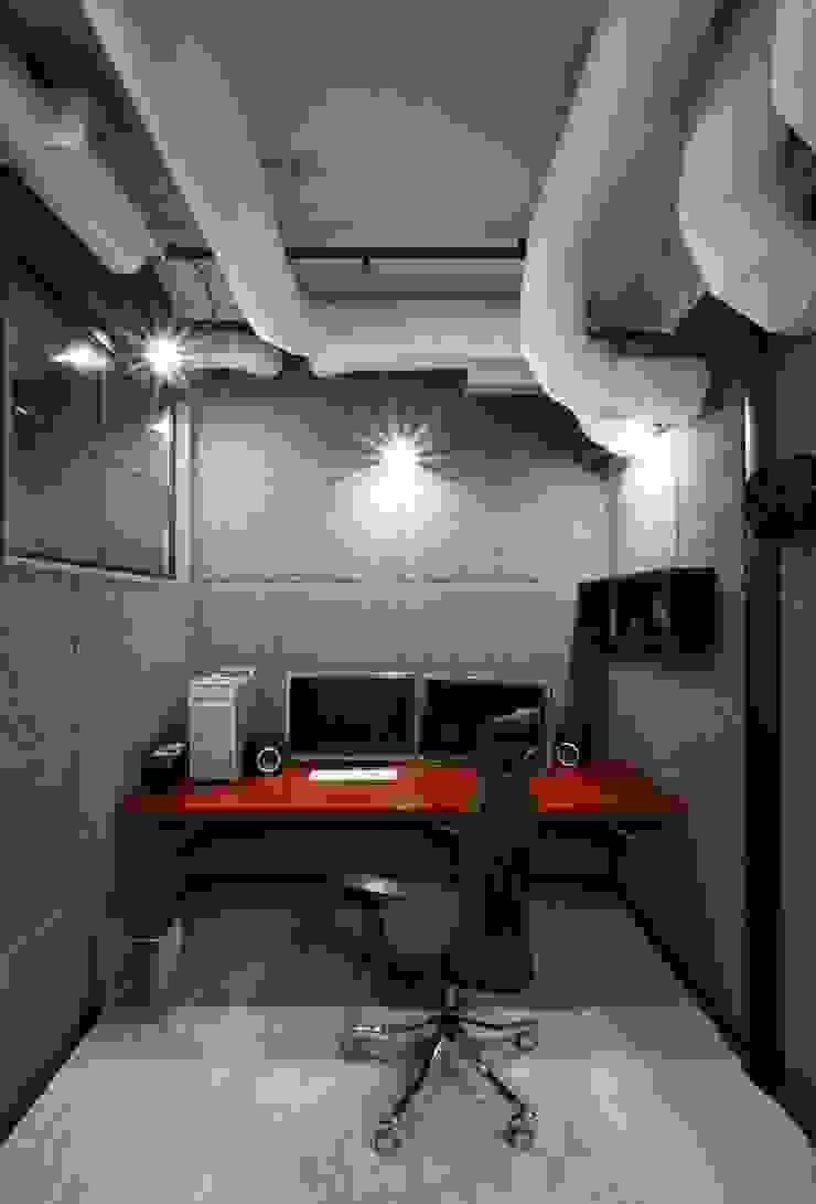 Офис Кинокомпании Конференц-центры в стиле лофт от Korneev Design Workshop Лофт