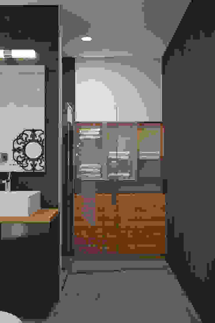 Ямно Ванная комната в эклектичном стиле от Brama Architects Эклектичный Керамика