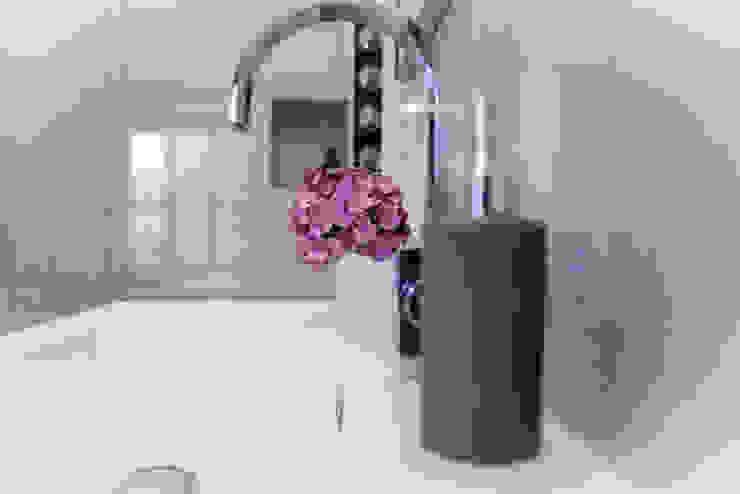 Casas de banho minimalistas por homify Minimalista