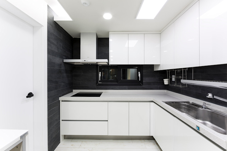 Modern kitchen by dual design Modern