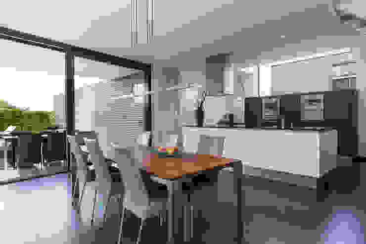 Woonhuis PMTJ Eindhoven Moderne keukens van 2architecten Modern