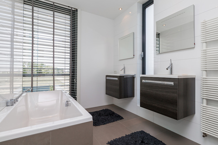 Bathroom by 2architecten, Modern