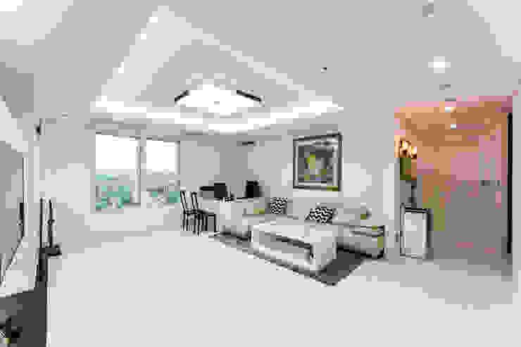 소공동 남산롯데캐슬 47평: dual design의  거실,모던