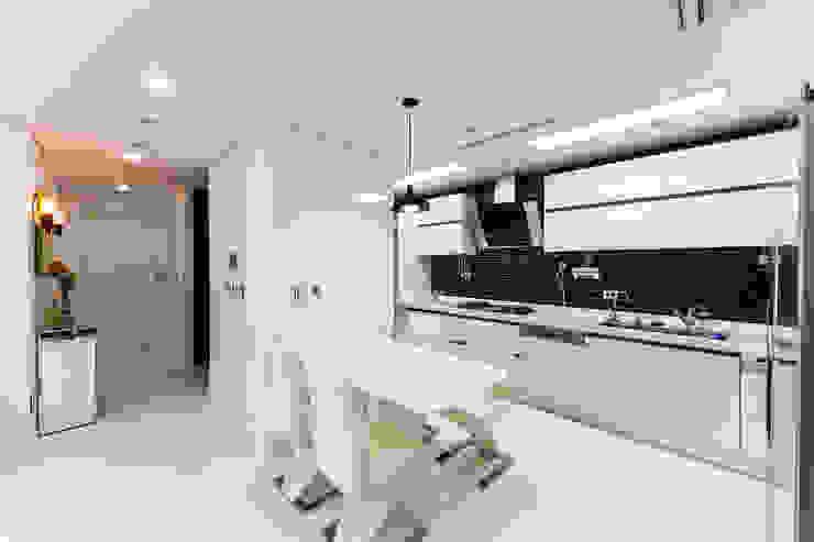 dual design 现代客厅設計點子、靈感 & 圖片
