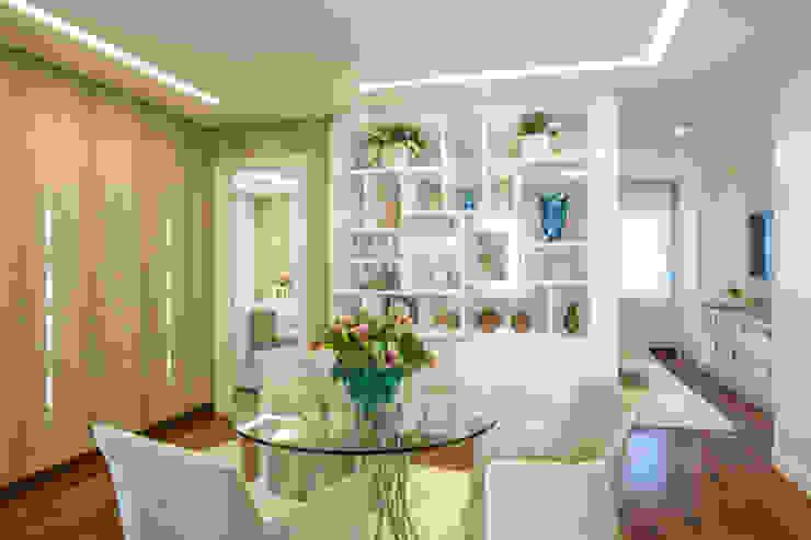 Modern Living Room by Adriana Di Garcia Design de Interiores Ltda Modern