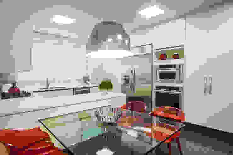 Modern Kitchen by Adriana Di Garcia Design de Interiores Ltda Modern