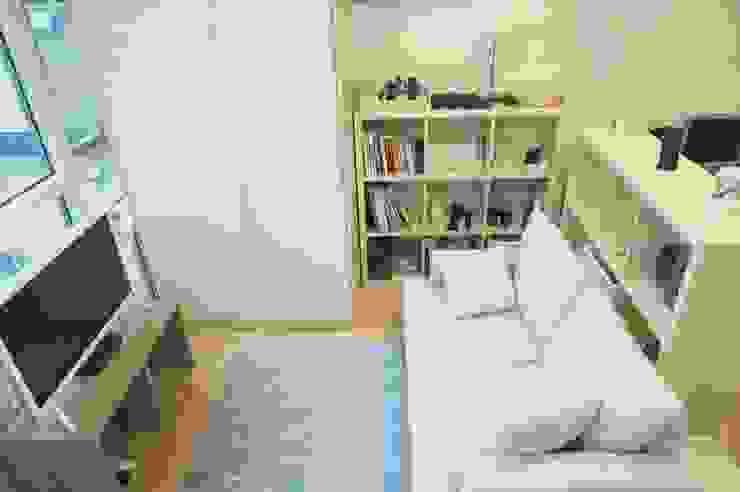 Skandinavische Wohnzimmer von homelatte Skandinavisch