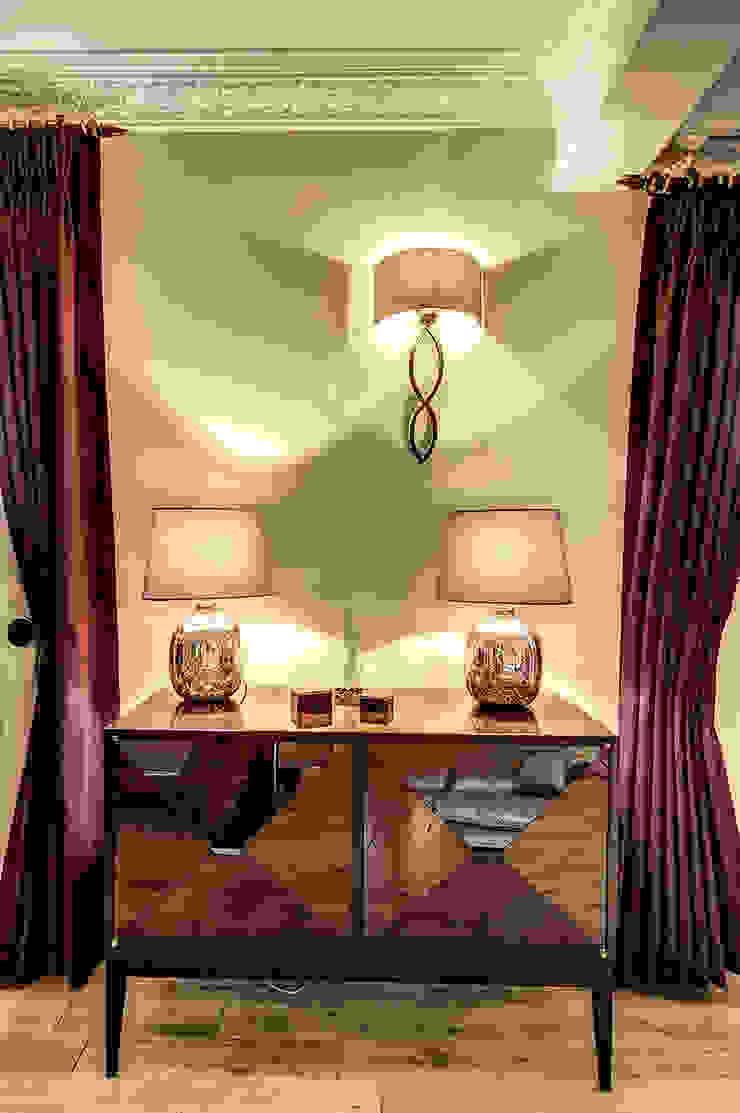 Curtain and lighting detail de Chameleon Designs Interiors Moderno