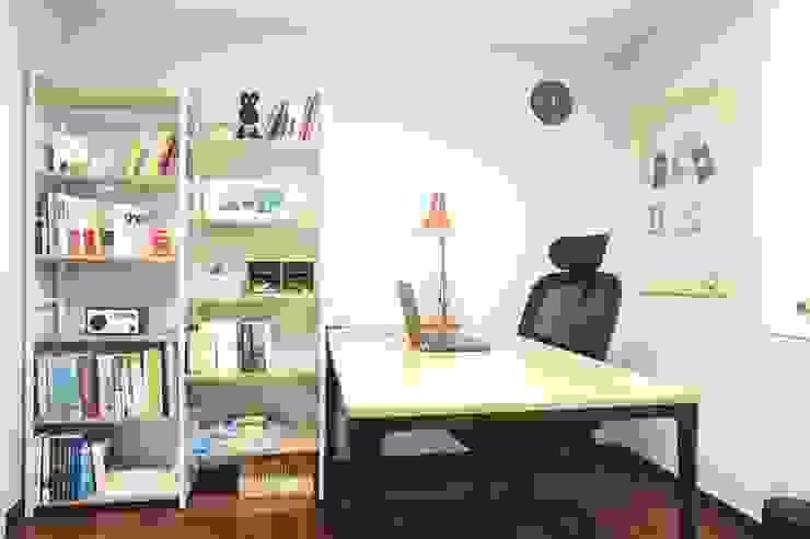 30평대 신혼집 홈 스타일링 스칸디나비아 서재 / 사무실 by homelatte 북유럽