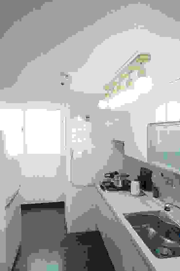 30평대 신혼집 홈 스타일링 스칸디나비아 주방 by homelatte 북유럽