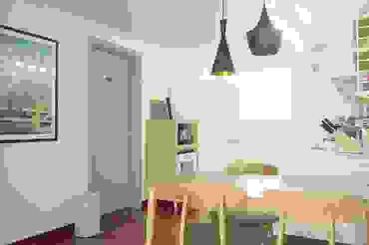30평대 신혼집 홈 스타일링 스칸디나비아 다이닝 룸 by homelatte 북유럽