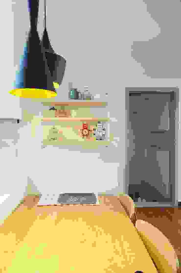 30평대 신혼집 홈 스타일링 스칸디나비아 드레싱 룸 by homelatte 북유럽