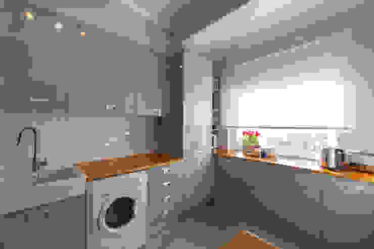 Cozinha e Salinha de Refeições Cozinhas modernas por ÀS DUAS POR TRÊS Moderno